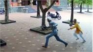 Camera ghi cảnh sư trụ trì truy đuổi, quật ngã kẻ trộm trong chùa