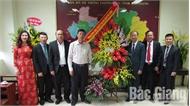 Các đồng chí lãnh đạo tỉnh chúc mừng Sở Giáo dục và Đào tạo nhân Ngày Nhà giáo Việt Nam 20-11