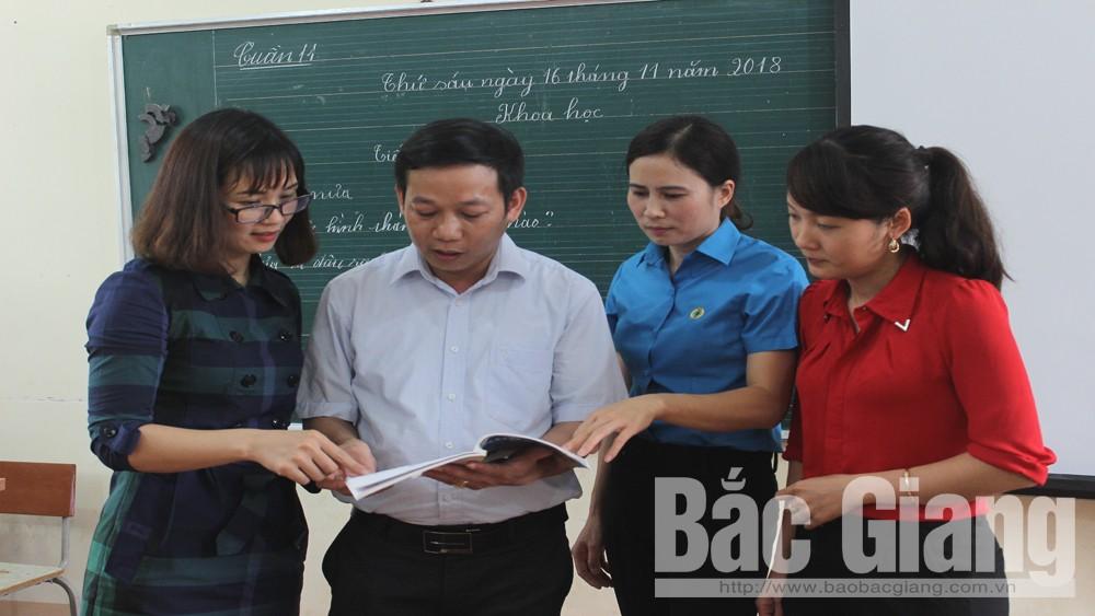 Thầy giáo Lê Đình Phong:  Gương mẫu, trách nhiệm với công việc