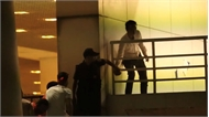 Bảo vệ đưa người không vé vào sân Mỹ Đình bị sa thải