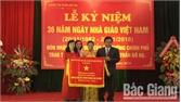 Trường Mầm non thị trấn Bố Hạ đón nhận Cờ thi đua của Chính phủ