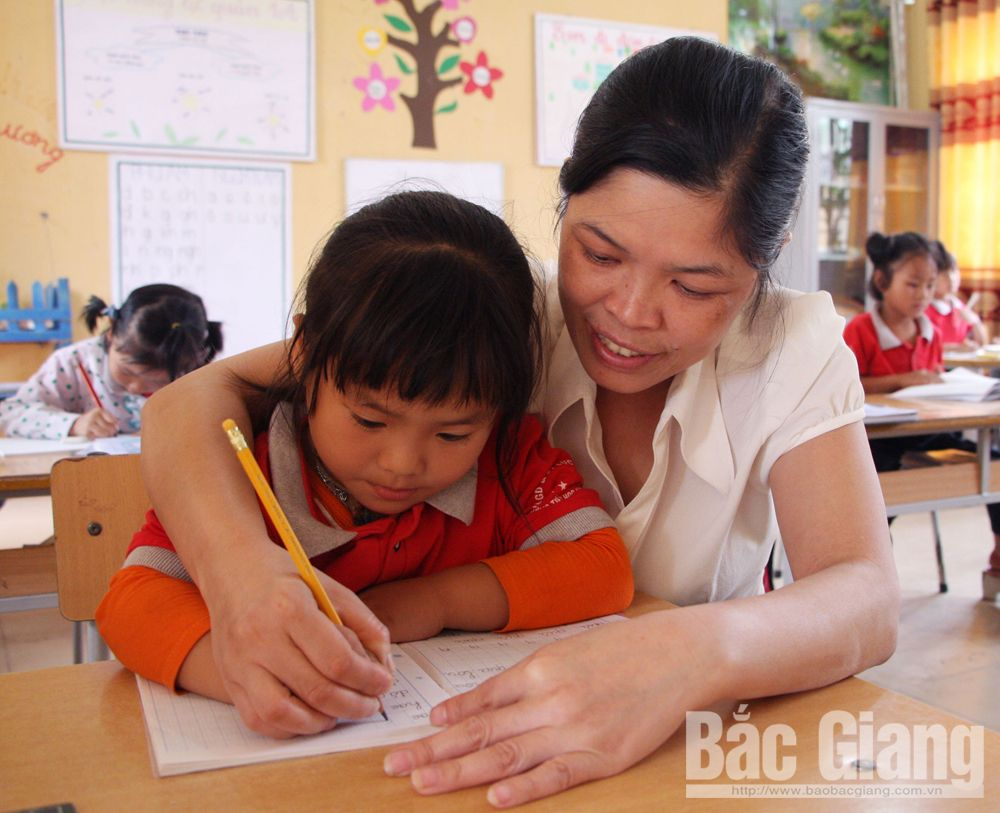 Whole hearted teachers, nurture young generation, Bac Giang province, great guiders, children with disability, brighter future, quiet contribution and sacrifice, sincere emotion