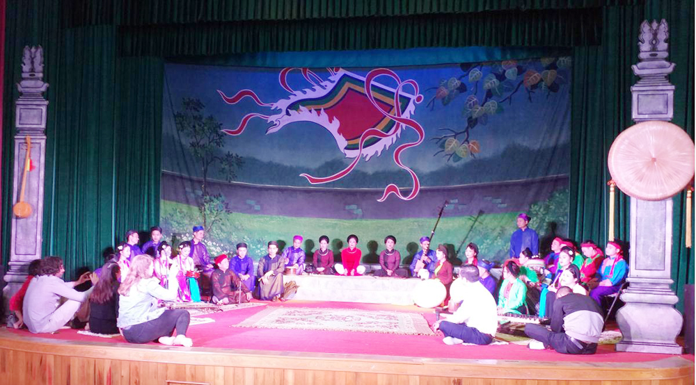 VOR's reporters, Bac Giang province, Quan Ho folk songs, Voice of Romania, traditional types of music, exchange activities, Vietnam's culture and tourism, ancient Kinh Bac region, international friends
