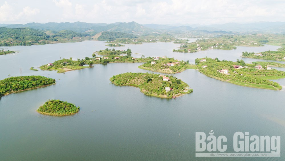 Bắc Giang, Lục Ngạn, hồ Cấm Sơn, Vịnh Hạ Long, hồ trên núi