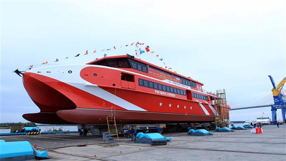 Vietnamese-built catamaran launched in Hai Phong city