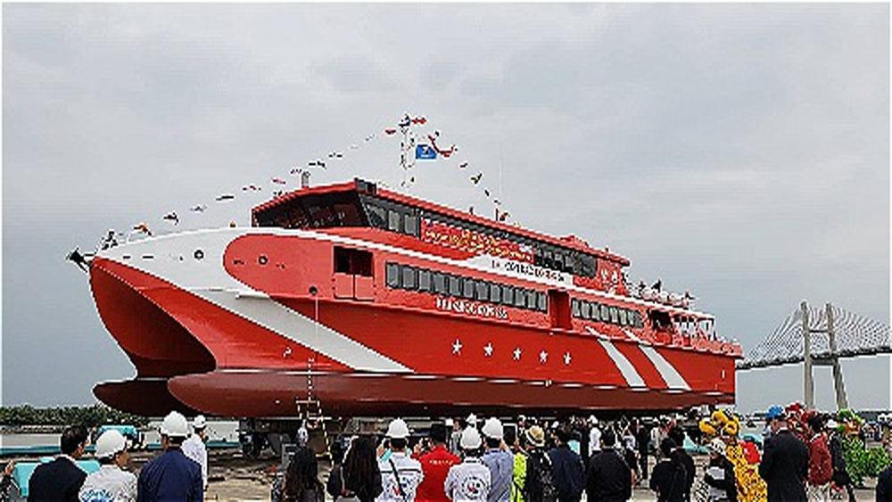 Hạ thủy tàu khách cao tốc hai thân lớn nhất Việt Nam