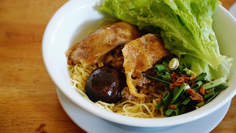 Saigon restaurant serves, Chinese noodles invention, Xuan's restaurant, secret recipe, special recipe, main ingredients, most popular item