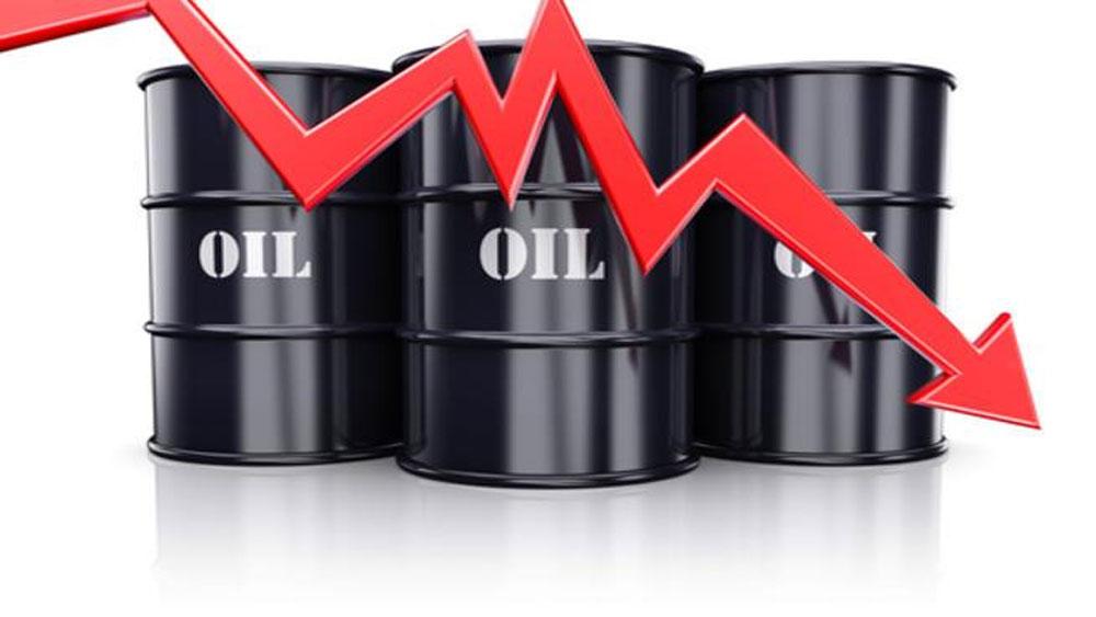 Giá dầu thế giới xuống mức thấp nhất 1 năm qua