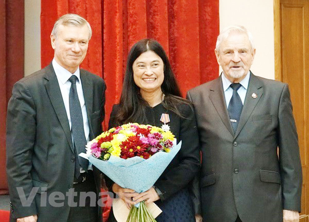 Russia-Vietnam, Friendship Association, bilateral ties, significant contributions, traditional friendship, solidarity and cooperation, five-year operation