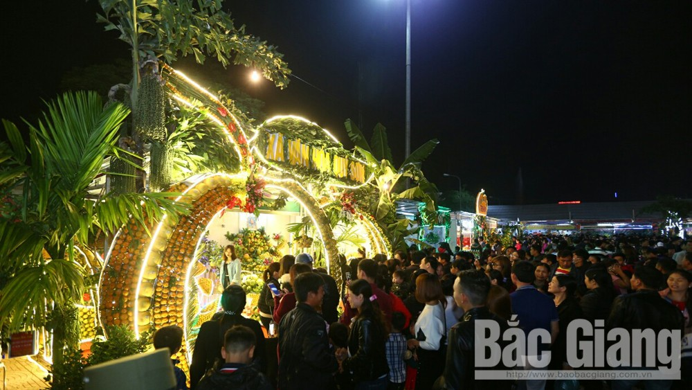 Hàng nghìn người dự Hội chợ cam, bưởi và các sản phẩm đặc trưng huyện Lục Ngạn năm 2018