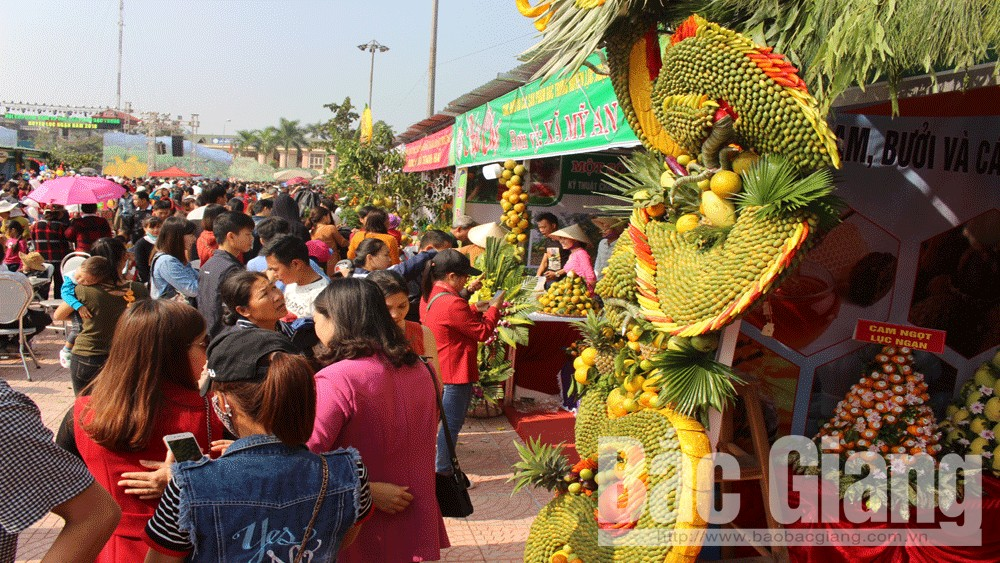 Hung Yen, Bac Giang showcase local agricultural specialties