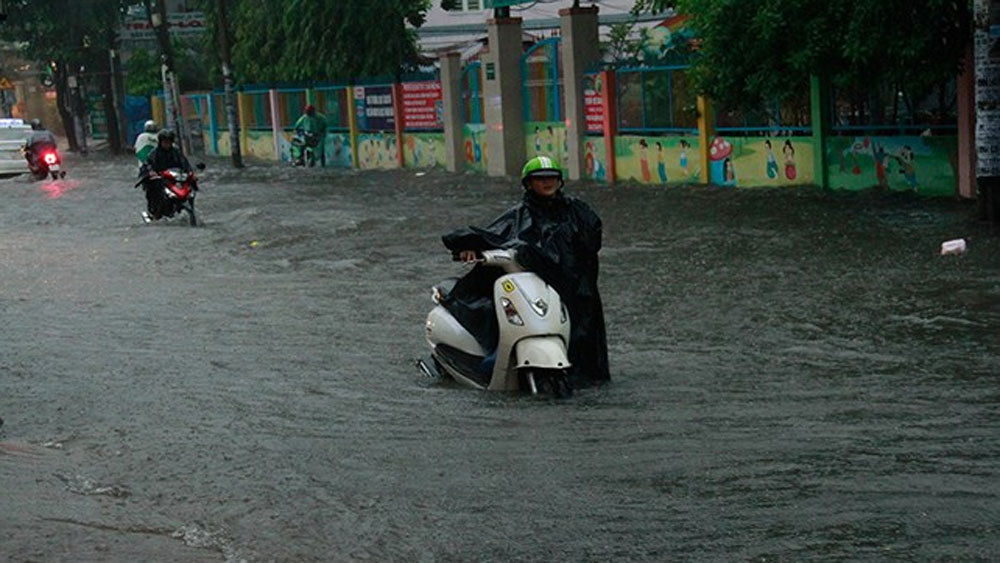 Áp thấp suy yếu gây mưa to, lũ lớn tại khu vực Trung Bộ và Nam Bộ, Bắc Bộ đêm và sáng trời rét