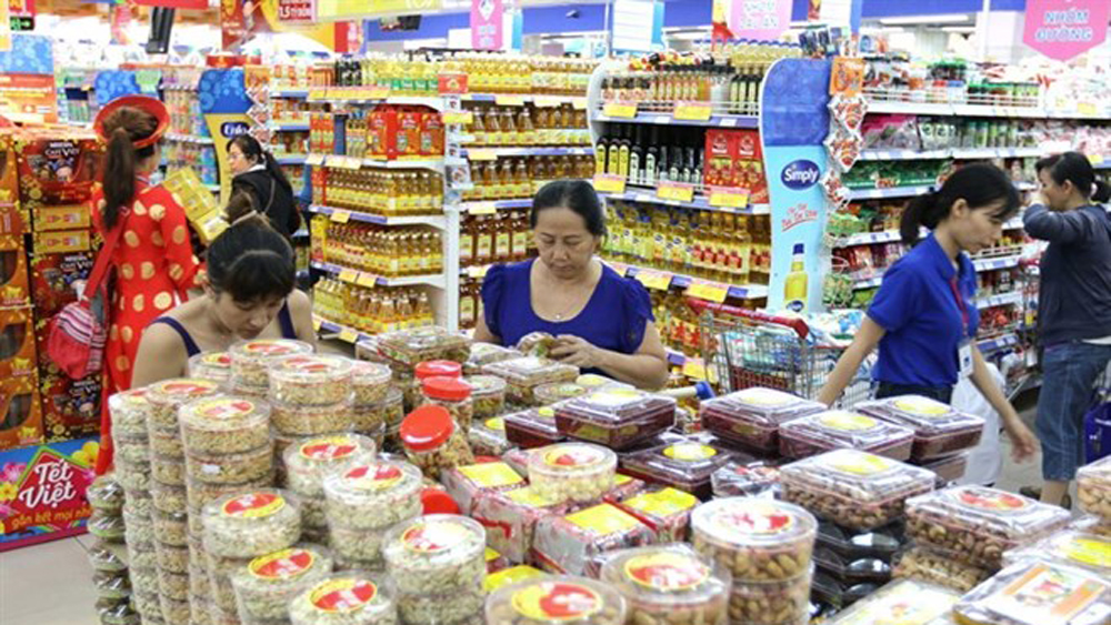 Hanoi, HCM City, Tet goods, Industry and trade departments, Lunar New Year, essential commodities, high-end consumer, local demand