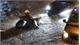 Người Sài Gòn dắt xe bì bõm trong đêm ngập