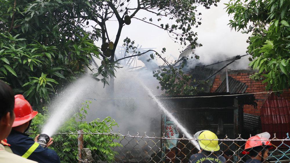 Hỏa hoạn, thiêu rụi, 2 căn nhà, hàng chục hộ dân, xung quanh, di tản