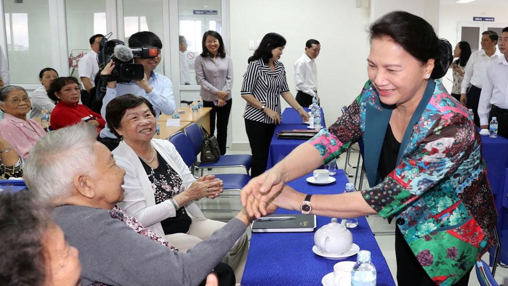 Chủ tịch Quốc hội Nguyễn Thị Kim Ngân tiếp xúc cử tri TP Cần Thơ