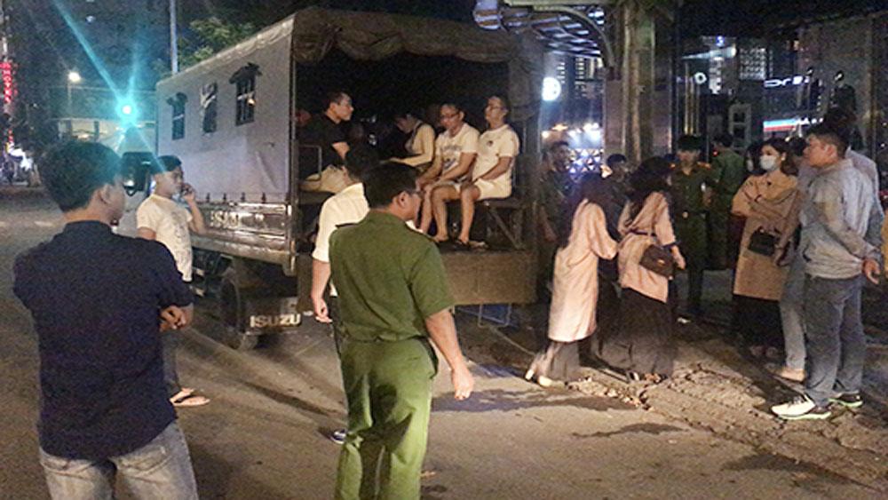 Cảnh sát, đột kích, nhà hàng ở TP Hồ Chí Minh, tạm giữ, hơn 70 người