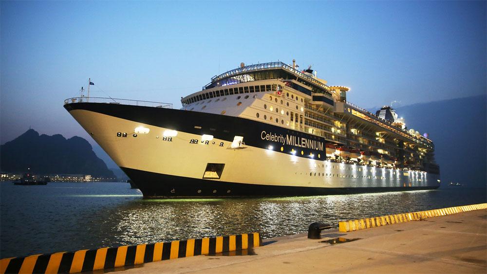 Cảng tàu khách quốc tế chuyên biệt Hạ Long đón những du khách đầu tiên