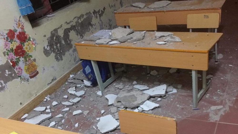 Bị vữa trần nhà rơi trúng đầu, 3 học sinh lớp 1 nhập viện cấp cứu