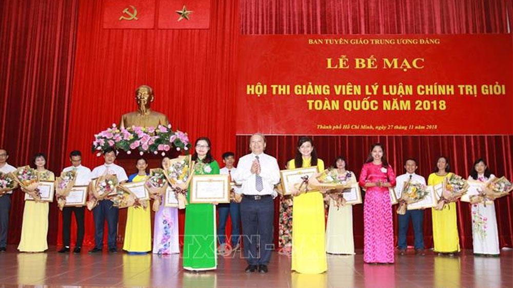 Thí sinh Trịnh Thị Thùy Vân đoạt giải Nhất Hội thi giảng viên lý luận chính trị giỏi toàn quốc năm 2018