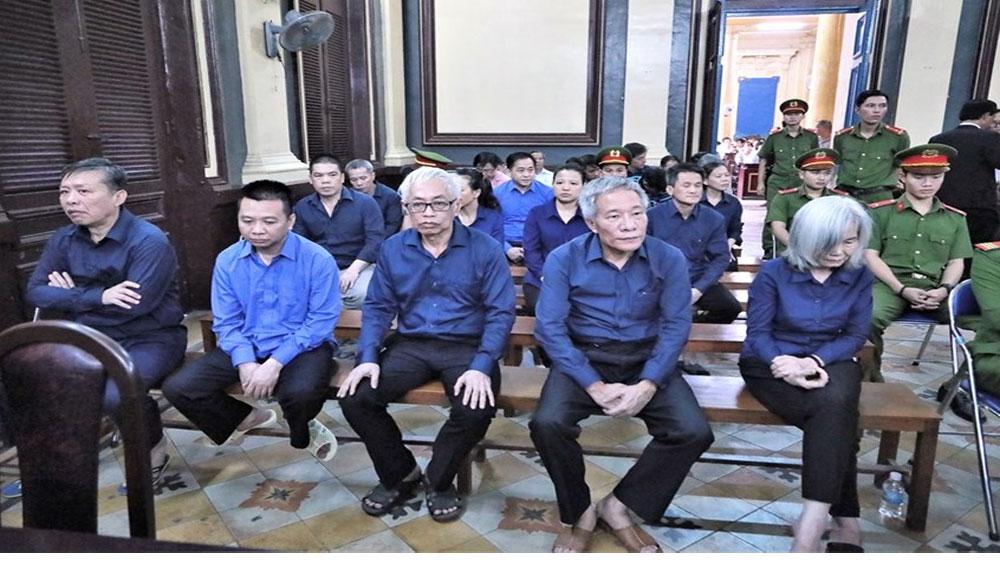"""Cách ly Vũ """"nhôm"""", tòa xét hỏi nguyên Tổng Giám đốc Ngân hàng Đông Á"""