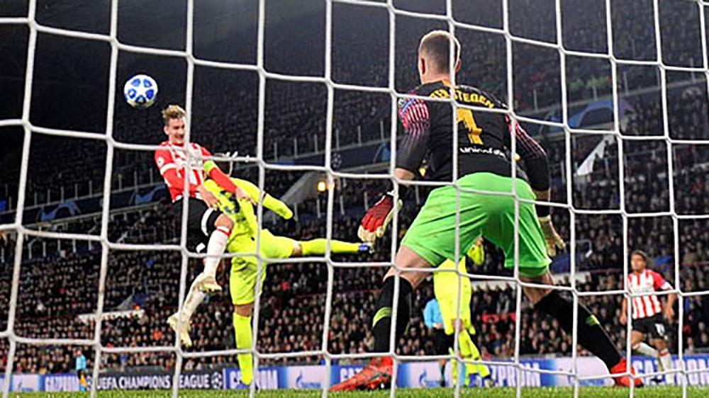 Messi đưa Barca lên đỉnh bảng ở Champions League
