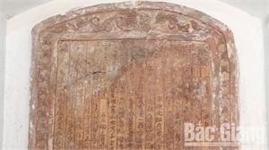 Gia phả khắc trên gốm sành- hiện vật độc đáo ở Thổ Hà