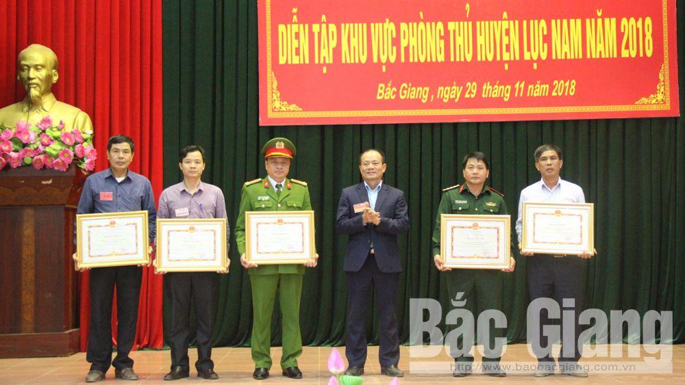 Khen thưởng 54 tập thể, cá nhân có thành tích xuất sắc trong Diễn tập KVPT huyện Lục Nam năm 2018
