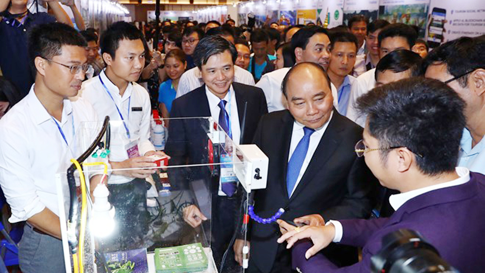 Prime Minister Nguyen Xuan Phuc, national start-up day, Techfest 2018, Da Nang city, young start-ups, intellectual property rights, start-up programmes