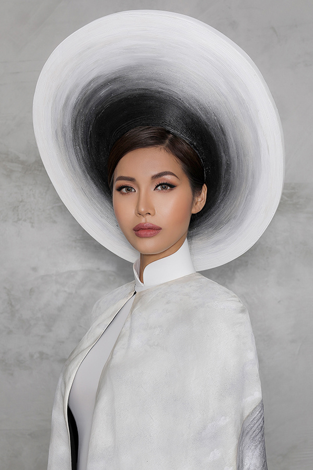 Vietnamese beauty, Minh Tu, most beautiful old woman, Miss Supranational 2018, Poland, iconic photo, hidden smile, national costume segment