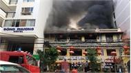 Nhà hàng ở Nha Trang cháy dữ dội, hàng chục thực khách tháo chạy