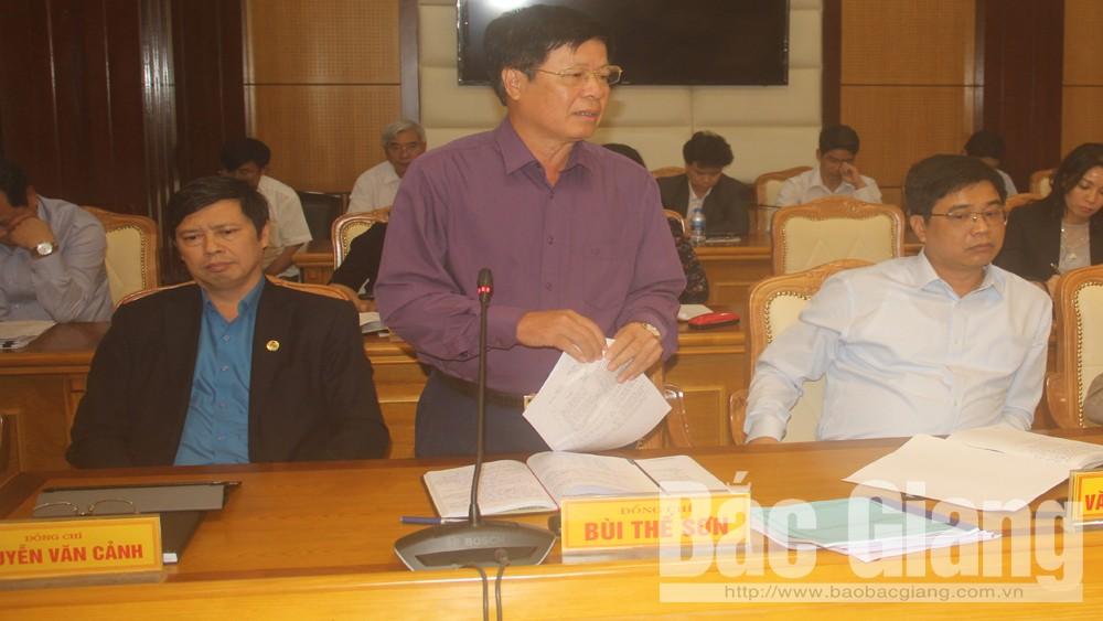 Đồng chí Bùi Thế Sơn, Giám đốc Sở Giao thông- Vận tải phát biểu thảo luận.