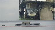 Tàu chở dầu đâm nứt cầu cảng, nguy cơ tràn dầu ra biển