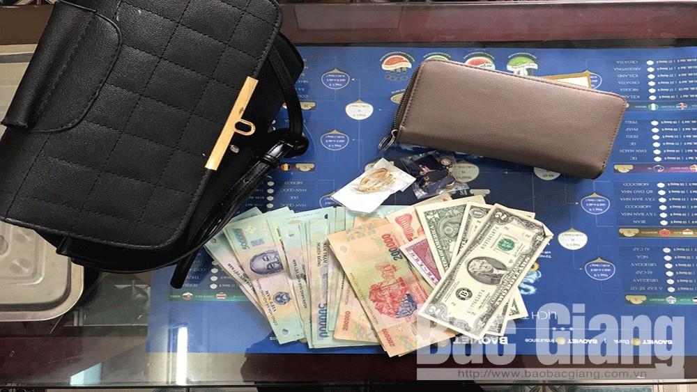 Công ty cổ phần Xe khách Bắc Giang, trả lại tiền cho hành khách, Xe khách Bắc Giang, Hành khách bỏ quên tiền trên xe khách