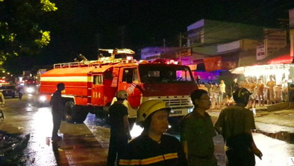 Dãy trọ ở TP Hồ Chí Minh cháy dữ dội lúc rạng sáng: Cô gái 18 tuổi thiệt mạng