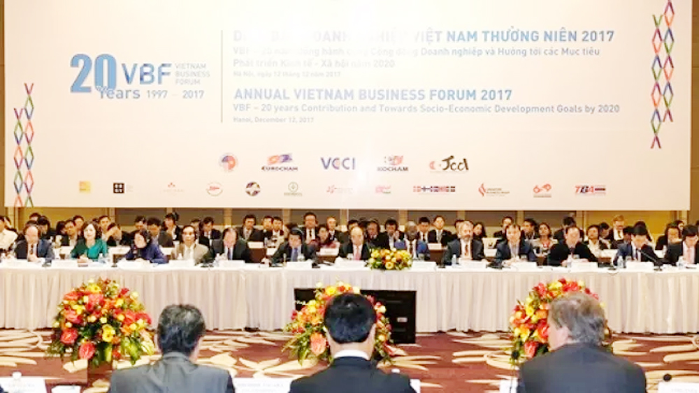 Vietnam Business Forum, year-end session, VCCI, Commerce and Industry, infrastructure investment, modern industry, Japan Business Association, public-private partnership, high-quality financing