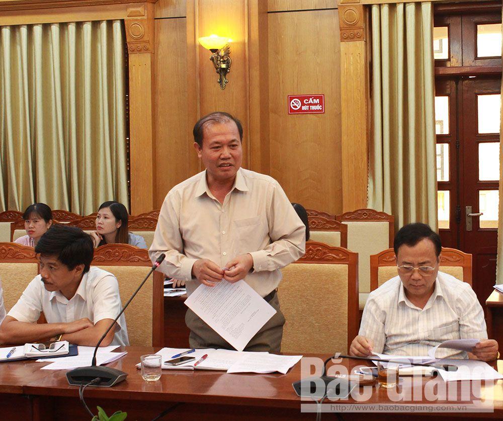 Đồng chí Giáp Văn Tâm, Phó Chủ tịch Thường trực UBND huyện Sơn Động nêu ý kiến tại hội nghị.