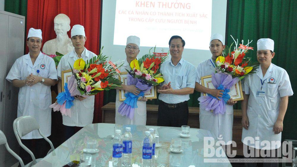 UBND huyện Tân Yên khen thưởng đột xuất các cá nhân có thành tích xuất sắc trong cấp cứu người bệnh