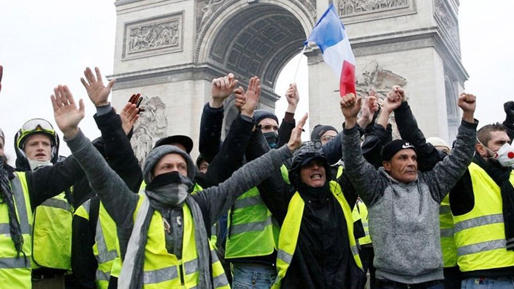 """Pháp """"lùi bước"""" để dẹp loạn bạo động """"áo gile vàng"""""""