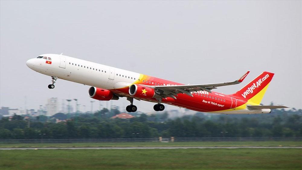 Hành khách dọa đánh tiếp viên vì máy bay đi Vinh hạ cánh xuống Nội Bài