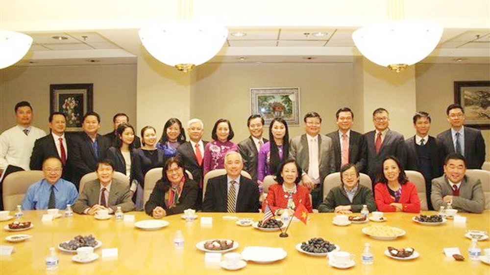 Vietnamese Party delegation pays working visit to Houston