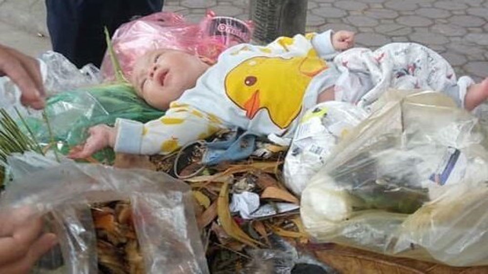 Bé 4 tháng bị bỏ trong thùng rác, tiết lộ bất ngờ, Giám đốc làng SOS