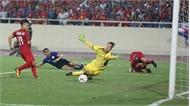 CLIP: Văn Đức xuyên qua 3 hậu vệ, chuyền bóng cực đẹp cho Quang Hải mở tỉ số