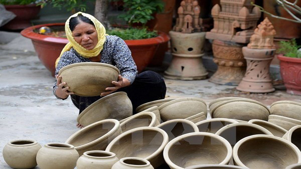 Ninh Thuan province, traditional pottery-making craft, various countries, Cham ethnic people, Bau Truc ancient village, Vietnam