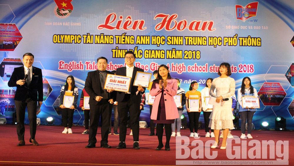 Ngo Si Lien High school wins first prize at English Talent Show