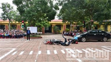 Nâng cao ý thức của học sinh khi tham gia giao thông