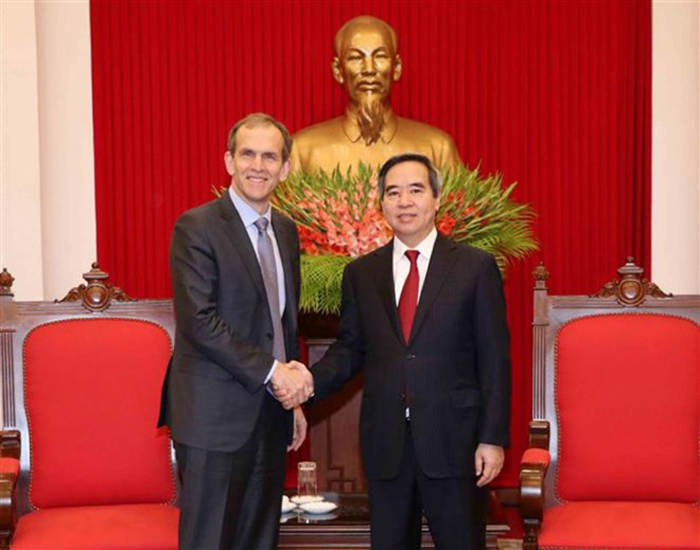 Vietnam, best conditions, head of the Party Central Committee's Economic Commission, Nguyen Van Binh, Google, Vietnamese consumers, Ministry of Information and Communications, Vietnam Digital 4.0 programme, SMEs digital skills, IT development