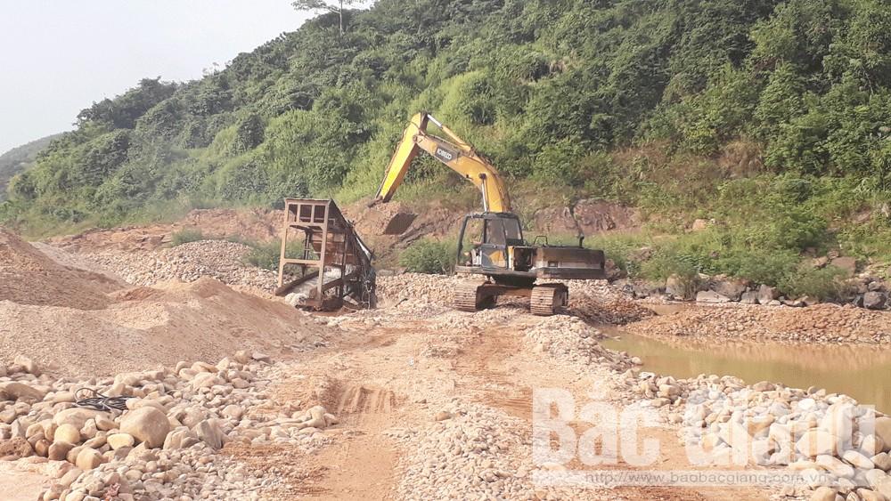 Phát hiện nhiều đối tượng, phương tiện khai thác cát, sỏi trái phép tại Lục Ngạn