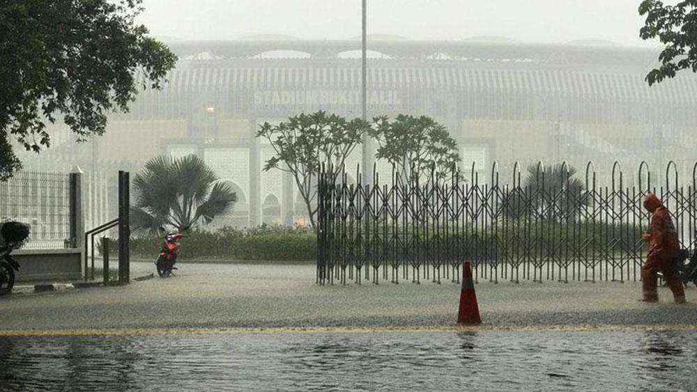 Mưa nặng hạt tại Malaysia, liệu có hoãn trận chung kết AFF Cup lượt đi?