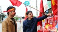 Đường phố Bắc Giang rợp sắc đỏ trước giờ thi đấu giữa tuyển Việt Nam và Malaysia